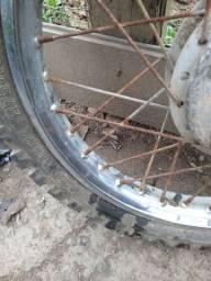 Vendo aros e pneus de trilha