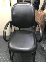 Cadeira Escritório Diretor em couro Estrutura Fixa Contínua - Braço Corsa