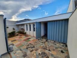 Casa para Venda em Pirassununga, Centro, 3 dormitórios, 1 suíte, 2 banheiros