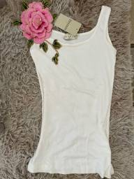 Blusa branca flor
