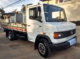 Título do anúncio: Caminhão 710 carroceria