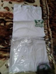 Vende se moleton e camisetas