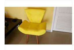 Poltrona decorativa pé palito amarela