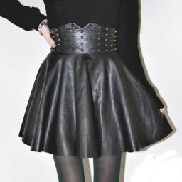 Título do anúncio: Saia cintura alta com tachas prateadas em couro PU