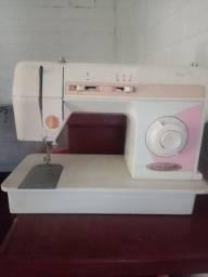 Máquina de costura Singer seminova
