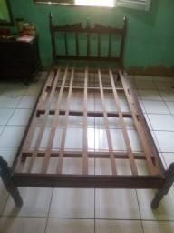 Cama de solteiro de madeira