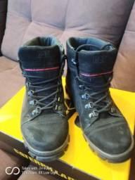 Vendo bota cartepilher usada 2 vezes tamanho 40