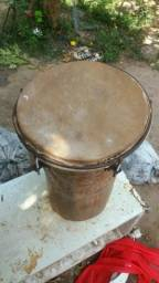 Tambor grande de percussão