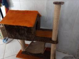 Título do anúncio: Casinha de pelúcia com arranhador para gato.
