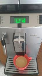 Título do anúncio: Cafeteira Expresso Automática Saeco Lirika Plus com Display Gráfico - Prata<br><br>