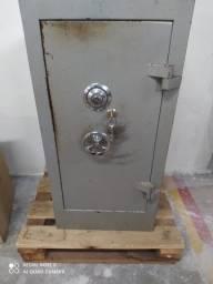 Cofre de aço 80 cm concretado com segredo e chaves