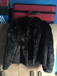 Título do anúncio: Vendo casaco novo pele legítima !!!