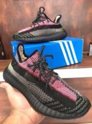 Tênis Adidas Yeezy  Boost v2 - 350,00