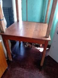 Mesa de madeira - Reis