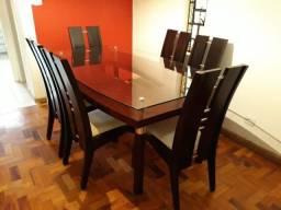 Mesa em madeira com 6 cadeiras, sem uso