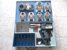 Título do anúncio: Vendo máquina de prensar elétrica 220v para tubo multicamada da marca Emmeti