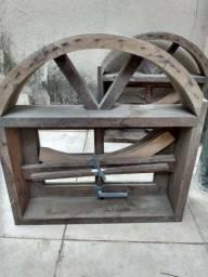Basculante de madeira.
