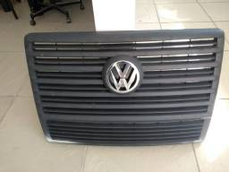 Grade Frontal de Caminhão VW + Emblema VW