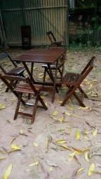 Mesas e cadeiras dobraveis para bar