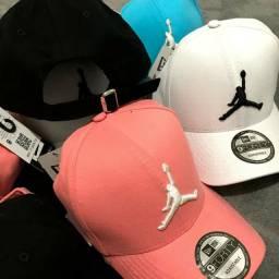 Boné Jordan e Nike