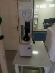 Durômetro para medir dureza de material