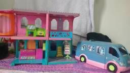 Casa de bonecas da Polly com trailer