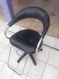 Vende-se cadeira de salão bem conservada