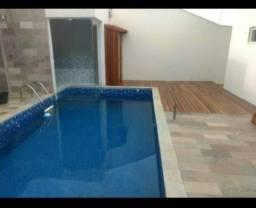 Casa com Piscina no Bairro Rezende - Varginha MG