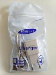 Carregador Samsung e fone de ouvido