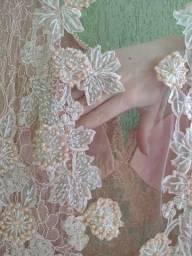 Vestido com tule bordado usado 2m de tecido na saia, usado 1x. N42