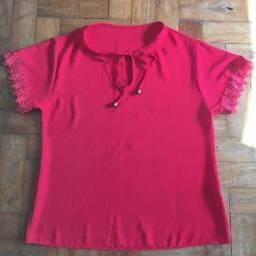 Blusa vermelha com mangas