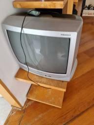 Vendo duas TVs juntas por somente 120 reais