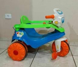 Triciclo pedal bandeirante semi nova