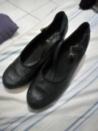 Sapato de sapateado usado em boas condições