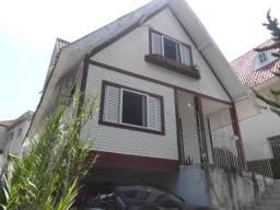 C268 - Casa tipo chalé em ótimo local