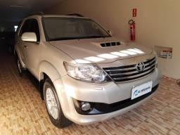 Toyota - Hilux SW4 3.0 aut. (07 lugares) 2011/2012