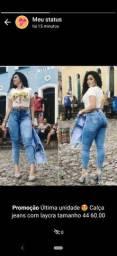 Calça jeans com laycra disponível na @bea.store97