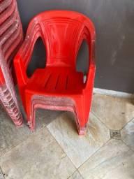 Cadeira de plástico vermelha