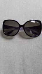 Óculos vogue preto com detalhes dourado