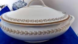 Título do anúncio: Linda e antiga, sopeira inglesa, em porcela