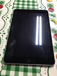 iPad mini 16 gb em bom estado de conservação.