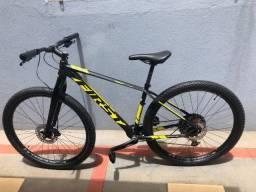 Bike bicicleta MTB Aro 29 First Athymus F1 17,5 Shimano SLX 12V Freio Shimano 4 pistões