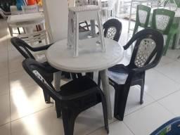 Mesas e cadeiras plásticas de todos modelos