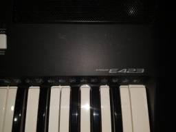 Teclado Yamaha PSR E423 Novissimo com pouco uso com capa protetora