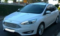 Ford Focus sedan Titanium plus.