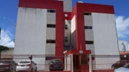 Aluga em Apartamento em Candeias - 2 Quartos, Varanda, Térreo