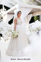 Vestido de noiva com grinalda