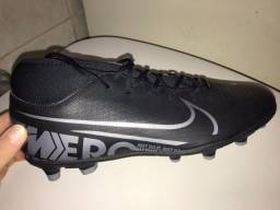 Título do anúncio: Chuteira Nike Mercurial preta Tamanho 41 BR
