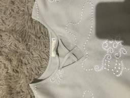 Camiseta com bordados (nova)
