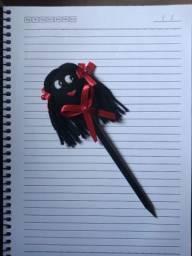 Bonequinha na ponta do lápis